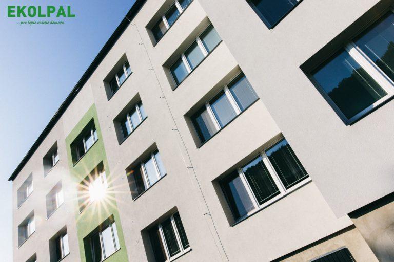 Zateplená fasáda panelového domu